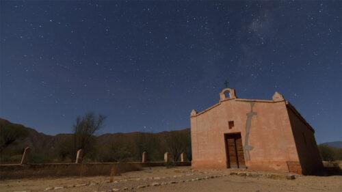 Iglesia abandonada y Vía Láctea